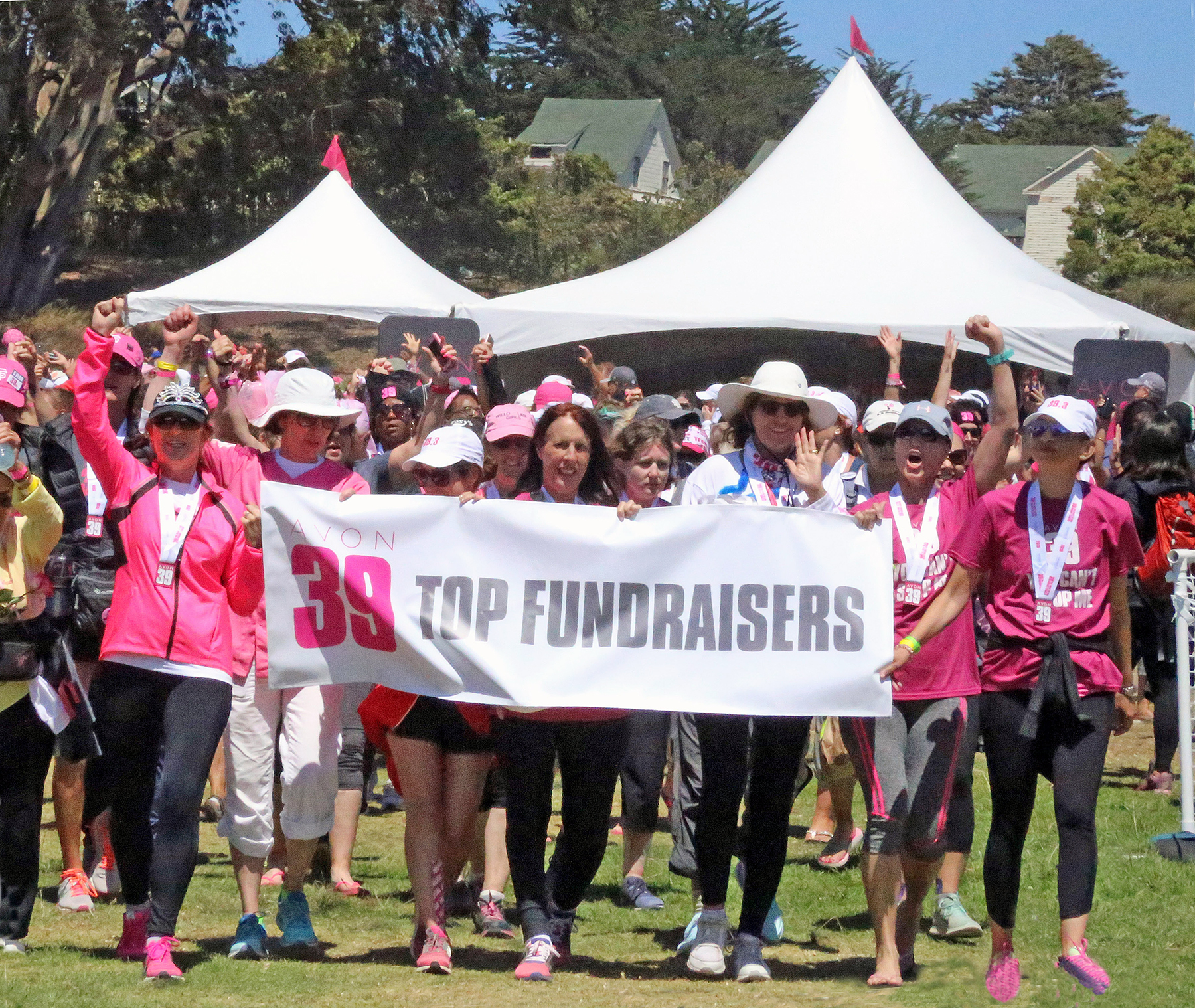 dr alisa gean walks 39 miles raises thousands to fight breast dr alisa gean holding the top fundraisers banner on the far left raises a hand in support of the fight against breast cancer